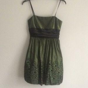 Dresses & Skirts - NWT formal dress - size 9/10